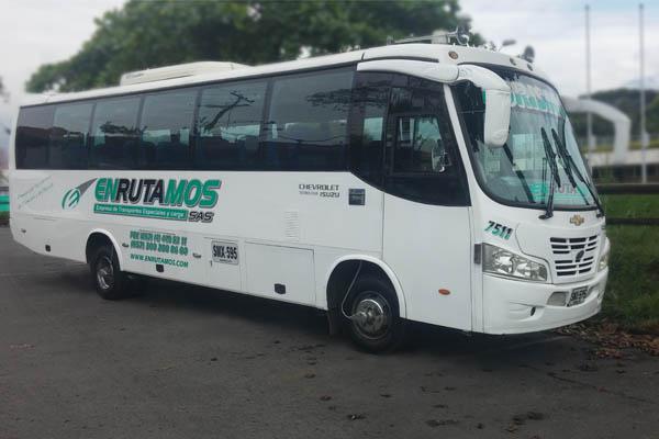 Buseta y microbus de transporte de pasajeros