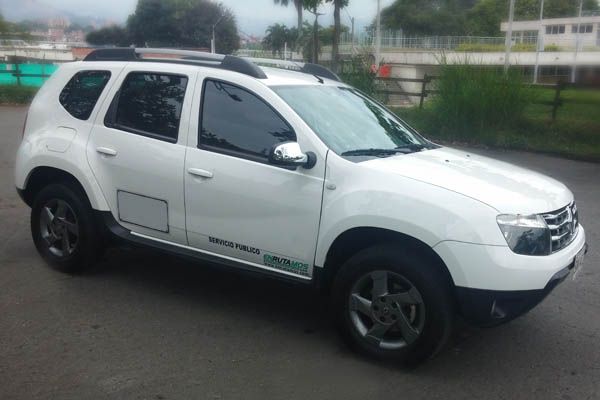 Nuestro Vehículo Campero de servicio de transporte empresarial en Medellín